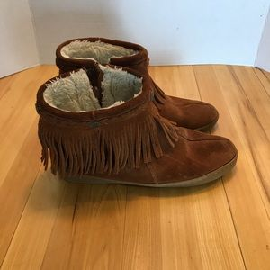 Minnetonka Suede Fur LIned Fringe Booties